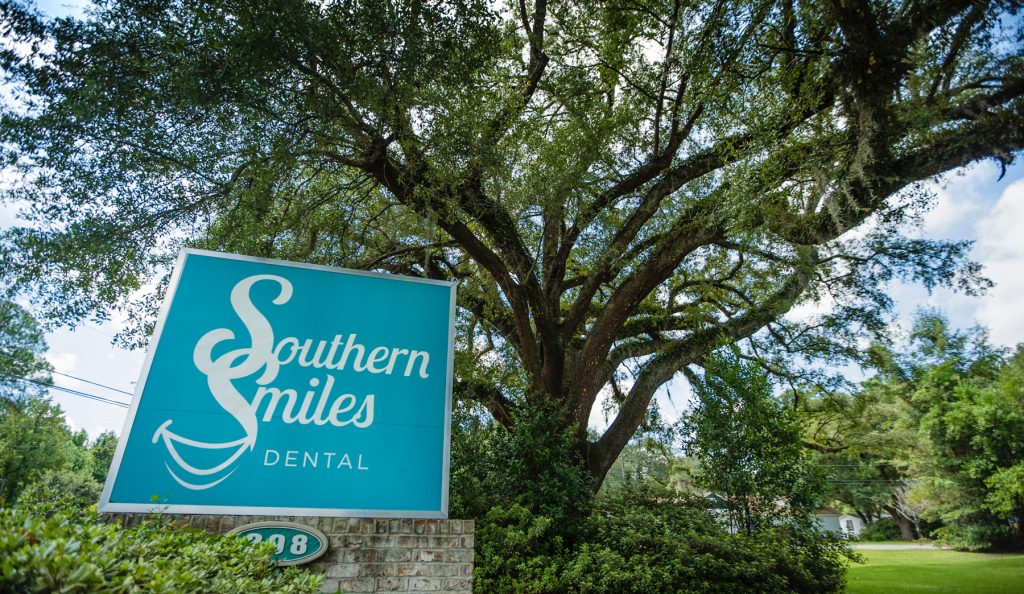 Southern Smiles Dental Sign Outside